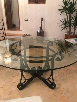 Mesa grande de cristal y hierro forjado