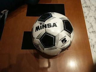 Pelota nueva de futbol.