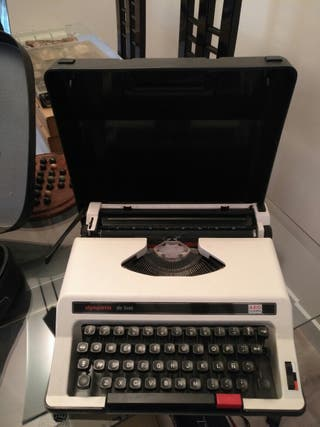 maquina de escribir marca aeg olimpia