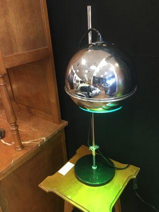 Lámpara space age