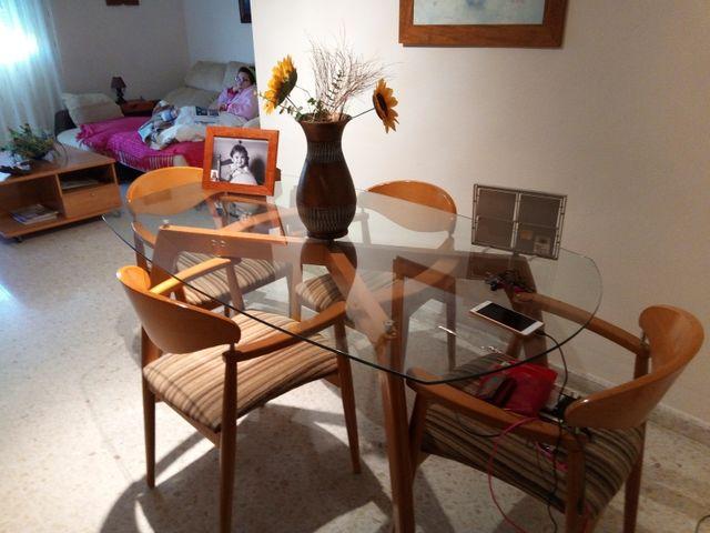 Mesa comedor de cristal con patas de madera de segunda mano por 90 ...