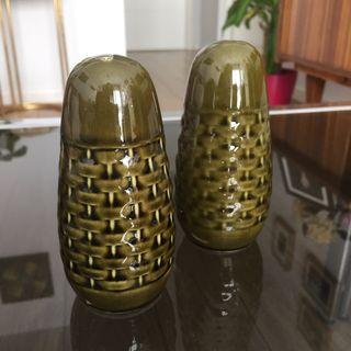 Salero y pimentero CERÁMICA forma pepinillos