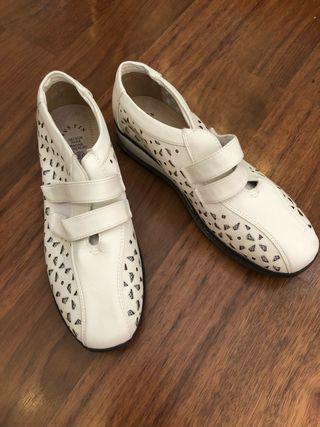 Zapatos blancos 41 cómodos nuevos! de segunda mano por 20