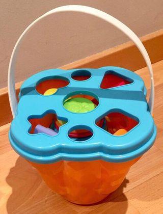 Juego apilable cubos de colores