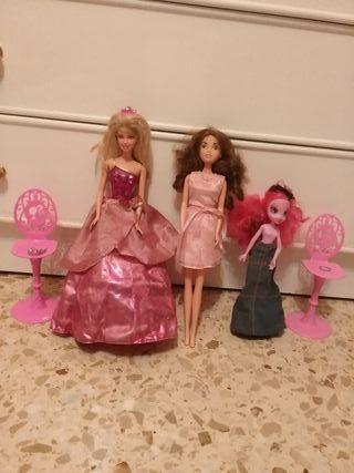Lote de Barbie y otras muñecas