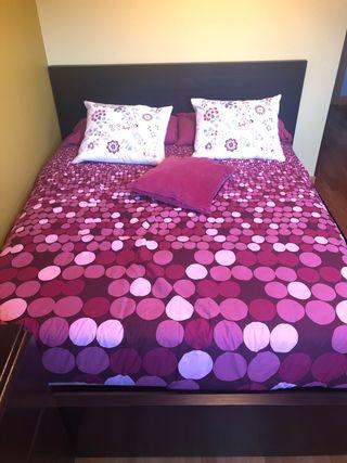 Dormitorio completo de ikea color bengue cama