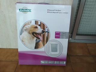 Puerta gatera para perros