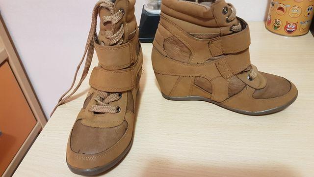 botas marron