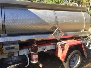 Camión con cisterna inox