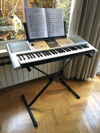 Teclado piano Yamaha PSR E323 ypt-320