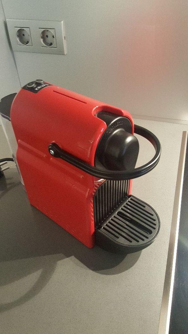 Cafetera Nespresso Krups Inissia roja + 10capsules