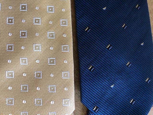 6 cravates en soie neuve (5 tissées et 1 imprimée)