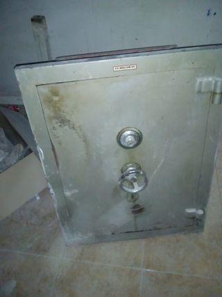 caja fuerte grande antigua