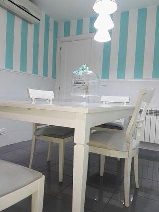 comedor con mesa extensible , cuatro sillas