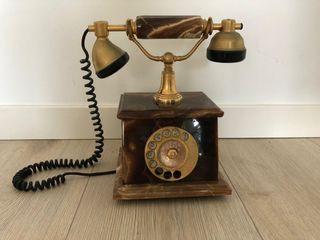 Antiguo teléfono italiano