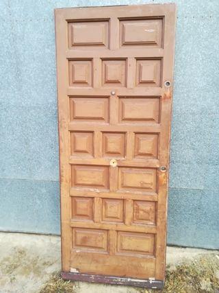 Puerta de madera maciza para la entrada