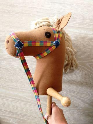 caballo de madera de juguete