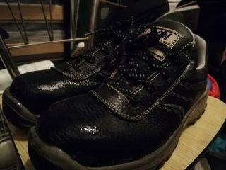Zapatos punta de acero