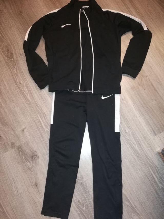 69785a0d417b2 Chándal Nike niño pitillo de segunda mano por 20 € en Móstoles en ...