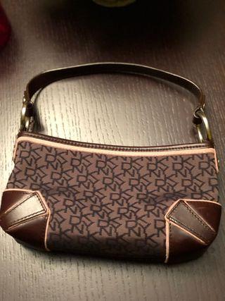 Bolso marrón DKNY