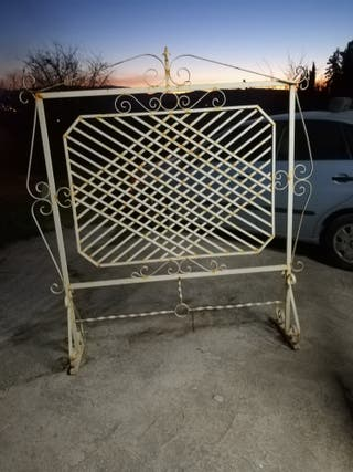 Biombo de metal para restaurar