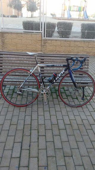Bicicleta de carretera Trek (Talla 52).