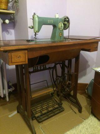 Se vende máquina de coser Alfa