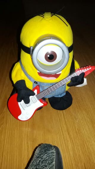 Minion guitarrista