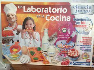 Un laboratorio en la cocina, de Clementoni. Nuevo.