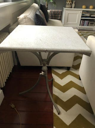Mesa auxiliar de mármol gris claro