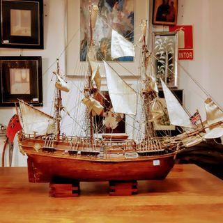 Maqueta de barco antiguo