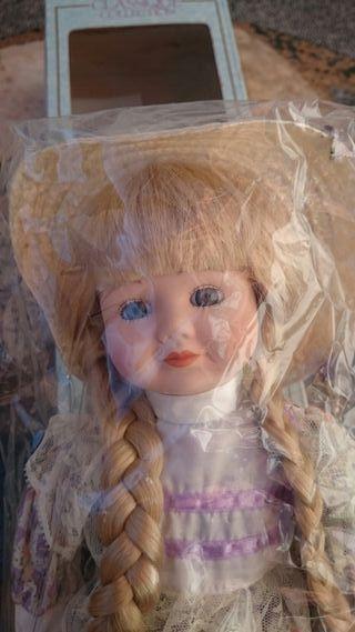 Muñeca de porcelana coleccionista