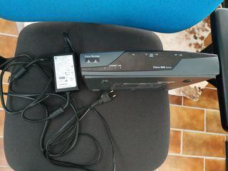 Router Cisco 857.