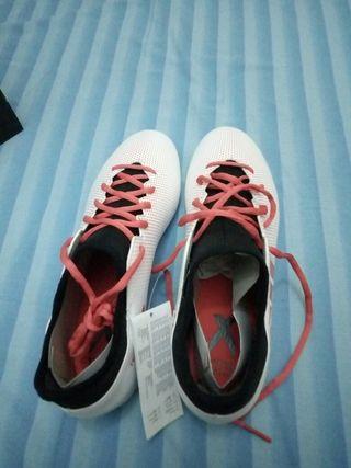 Botas de fútbol para cesped artificial de segunda mano en Madrid en ... 673117d18074f