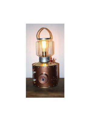 Lámpara estilo steampunk o industrial vintage.
