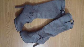Botas alta grises