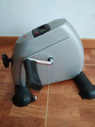 máquina de pedalear sentado