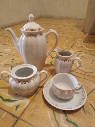 Vajilla porcelana con ribete en pan de oro