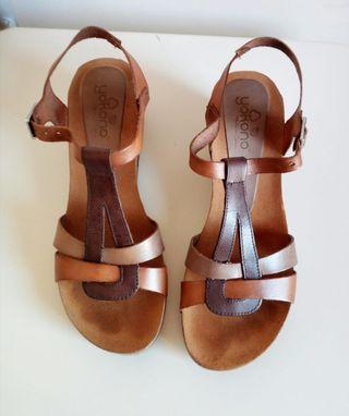 Sandalias con sólo un par de usos