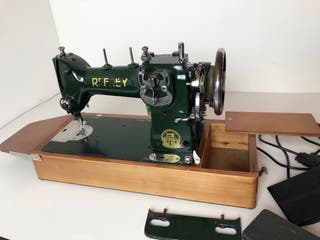 Máquina de coser antigua REFREY
