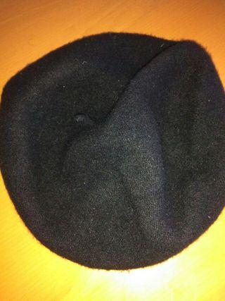 Boina, color negro
