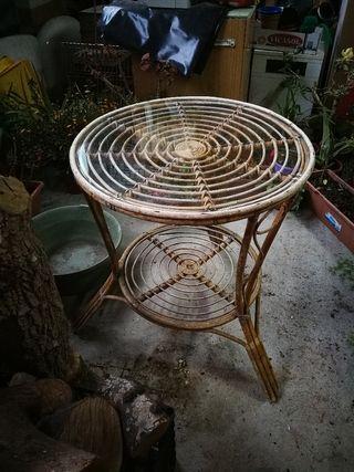 mesa de mimbre