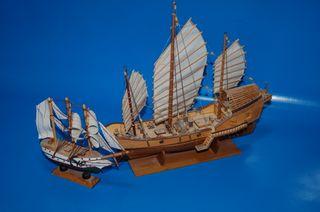 Maquetas- 2 Maquetas de barcos decorativas.