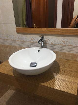 Lavabo de baño con baldas