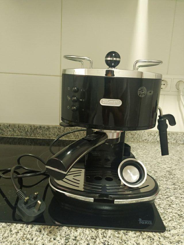 Cafetera DeLonghi ECO310.BK