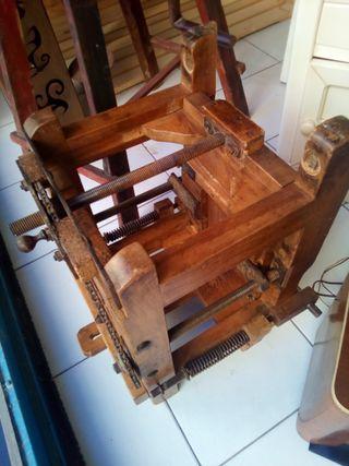 Prensa de papel y cartón antigua