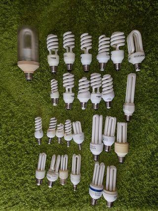 Lote de 27 lámparas de bajo consumo.