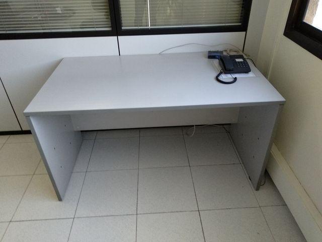 Mesa oficina de segunda mano por 20 € en Barcelona en WALLAPOP