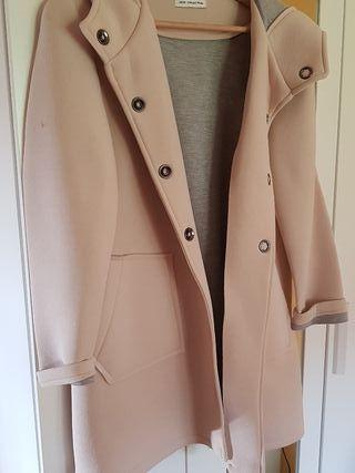 abrigo beige neopreno