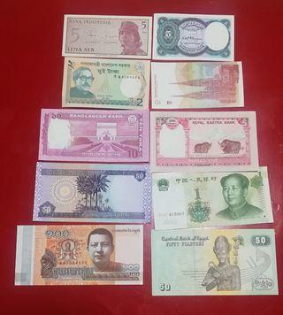 Lote de billetes extranjeros.